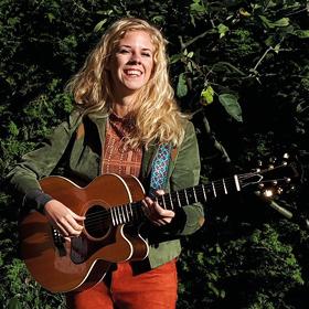 Pia  Singer-songwriter